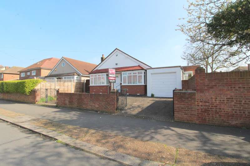 6 Bedrooms Detached Bungalow for sale in Ashford Crescent, Ashford, TW15