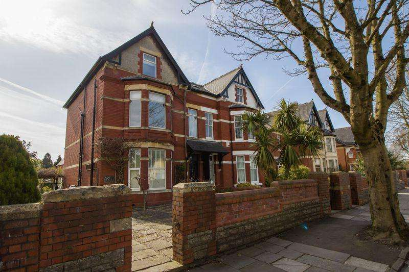 2 Bedrooms Maisonette Flat for sale in Stanwell Road, Penarth