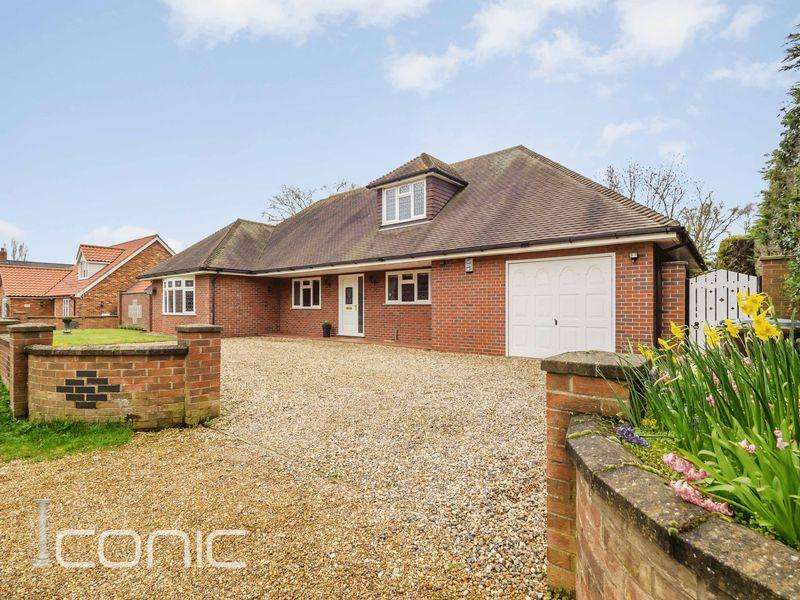 3 Bedrooms Chalet House for sale in Pyehurn Lane, Horsford, Norwich