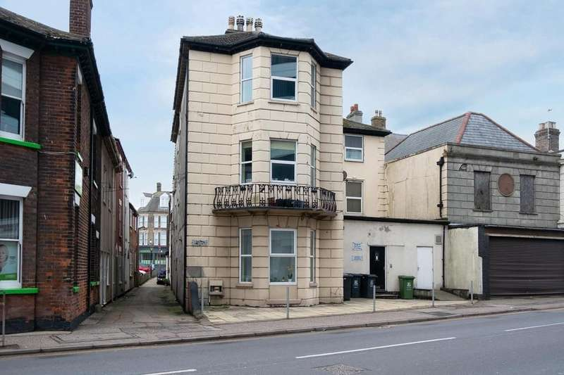 2 Bedrooms Ground Flat for sale in North Quay, Great Yarmouth