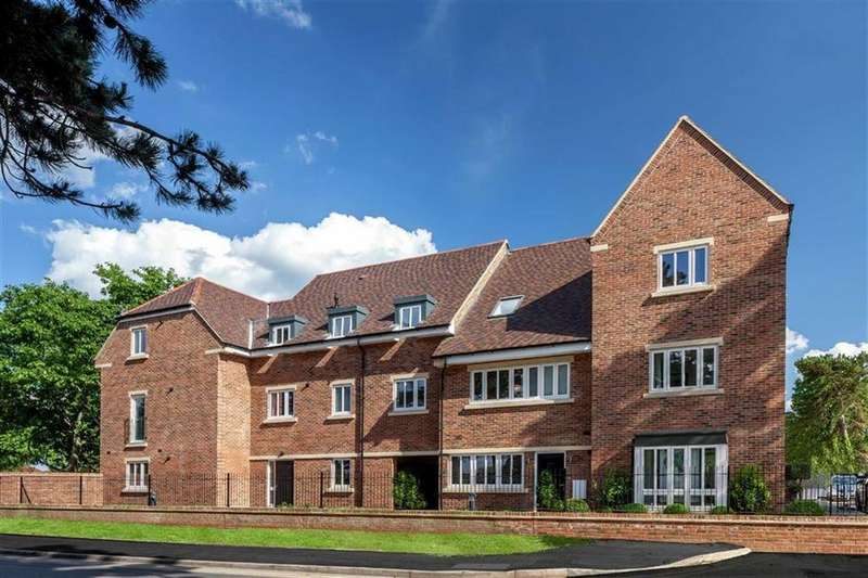 3 Bedrooms Detached House for sale in Broadwater Gardens, Orpington