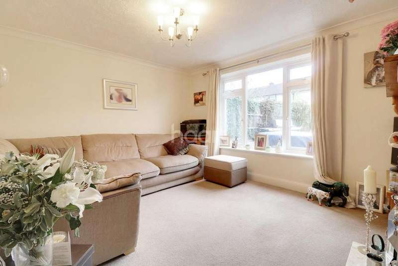 3 Bedrooms Semi Detached House for sale in Station Avenue, Rayleigh