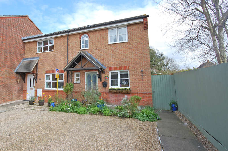 3 Bedrooms Semi Detached House for sale in Stanstrete Field, Braintree, CM77