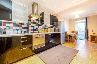 5 Bedrooms Maisonette Flat for sale in Debden, Loughton, Essex