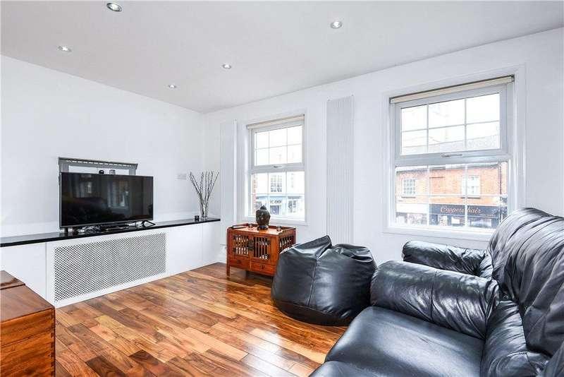 2 Bedrooms Maisonette Flat for sale in Pollys Yard, Newport Pagnell, Buckinghamshire