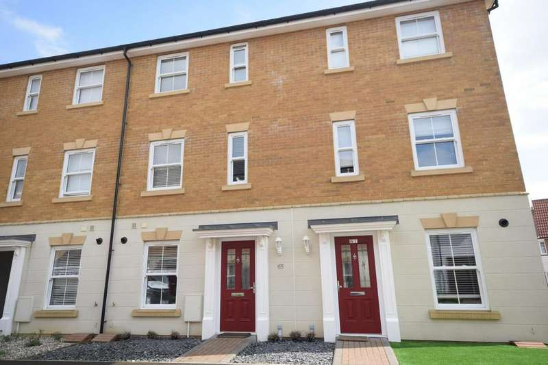 3 Bedrooms Town House for sale in Almond Road, Dunmow, Essex, CM6