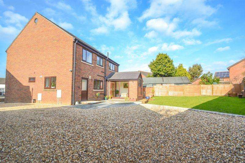 4 Bedrooms Detached House for sale in Liverpool Old Road, Walmer Bridge, Preston