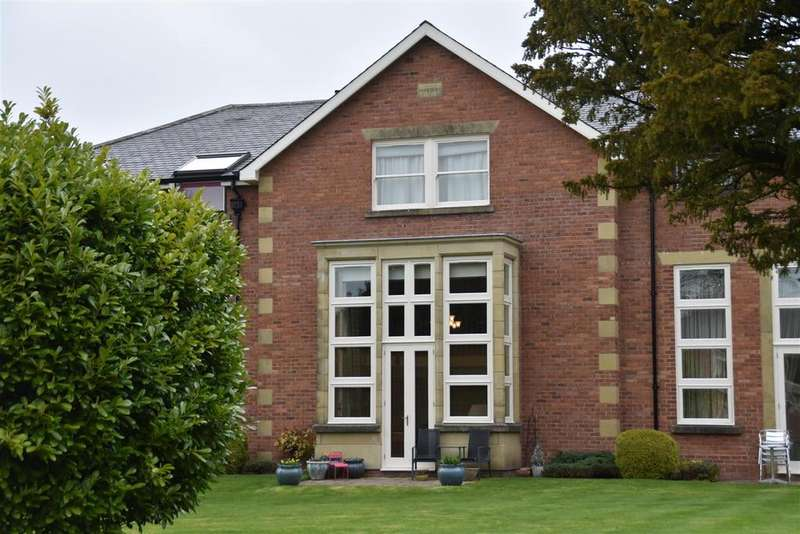 3 Bedrooms Apartment Flat for sale in Runshaw Hall Lane, Euxton, Chorley