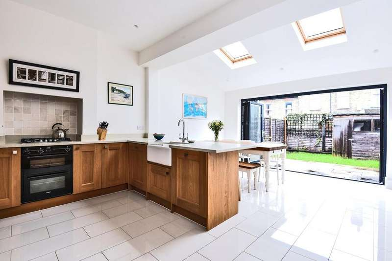 3 Bedrooms Terraced House for sale in Crowborough Road, Tooting