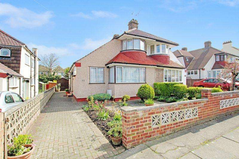 3 Bedrooms Semi Detached House for sale in Windsor Drive, West Dartford