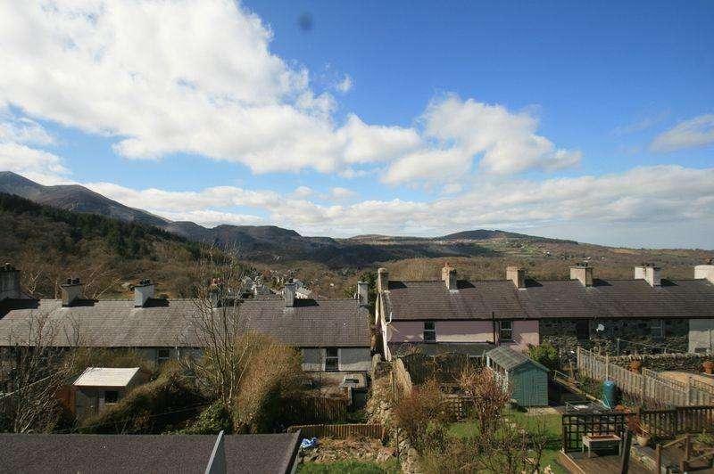 3 Bedrooms Terraced House for sale in Gerlan, Bethesda, Gwynedd