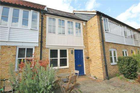 2 Bedrooms Terraced House for sale in Masons Court, High Street