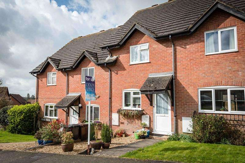 2 Bedrooms Terraced House for sale in Pipers Field, Ridgewood, Uckfield
