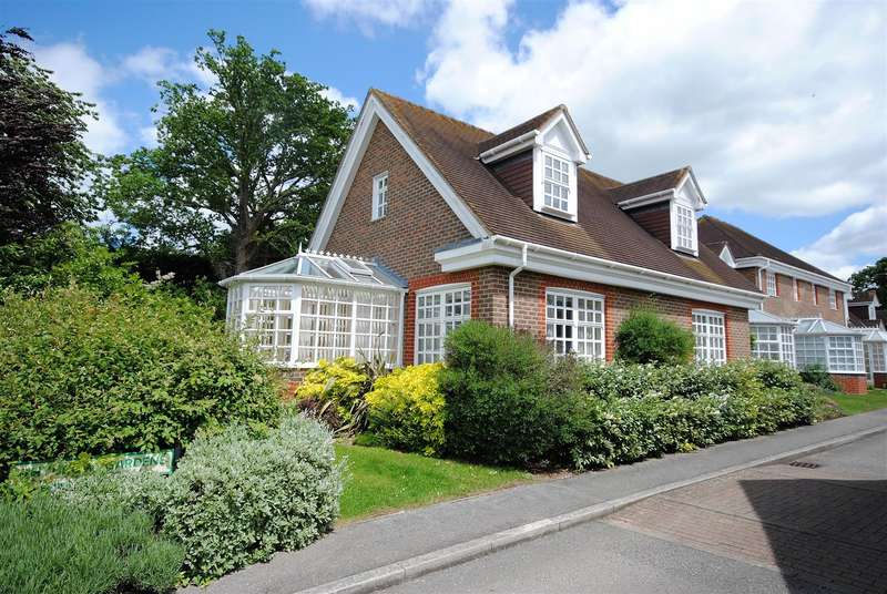 3 Bedrooms Property for sale in Whybrow Gardens, Castle Village, Berkhamsted