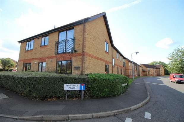 2 Bedrooms Flat for sale in Wheatfield Court, Farthingale Road, Waltham Abbey, Essex