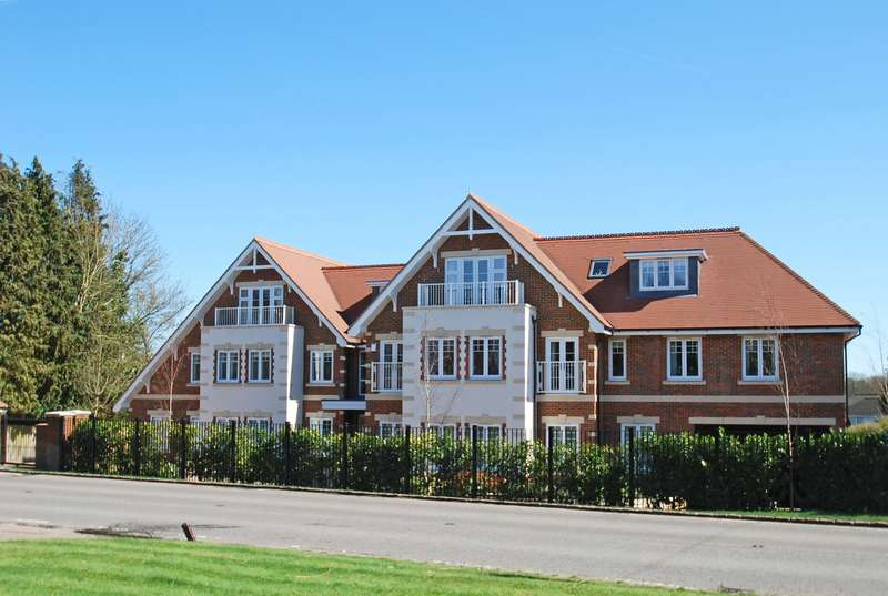 2 Bedrooms Penthouse Flat for sale in Glenock Place, Penn Road, Knotty Green, Beaconsfield, HP9
