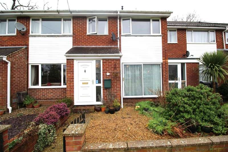 3 Bedrooms Property for sale in Forest Close, Waterlooville, PO8