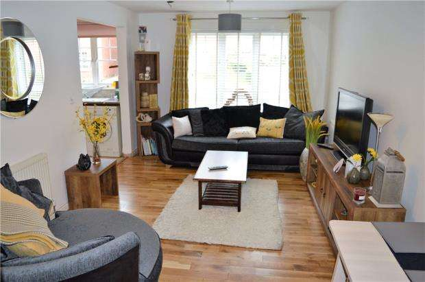2 Bedrooms Flat for sale in Turberville Place, Warwick
