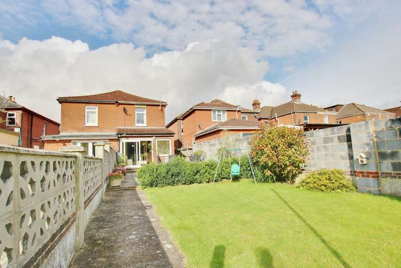 3 Bedrooms Semi Detached House for sale in Radstock Road, Woolston