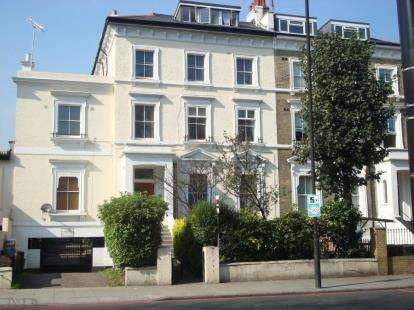 3 Bedrooms Flat for sale in Camden Road, London