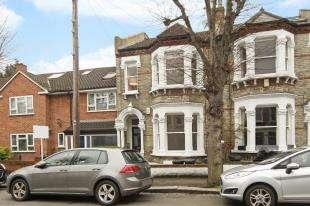 1 Bedroom Flat for sale in Fontarabia Road, Battersea, London