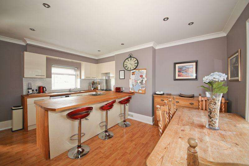 3 Bedrooms Flat for sale in London Road, Southborough