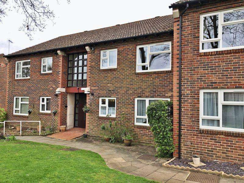 2 Bedrooms Apartment Flat for sale in Halleys Court, Woking