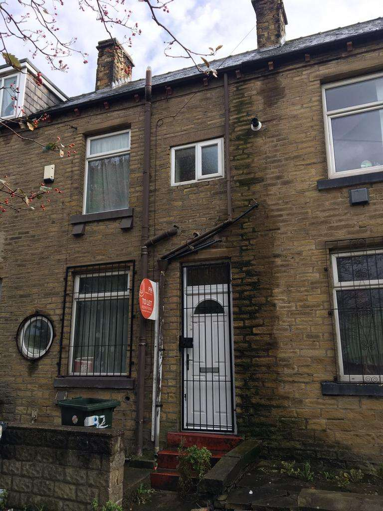 3 Bedrooms Terraced House for rent in Bradford BD4