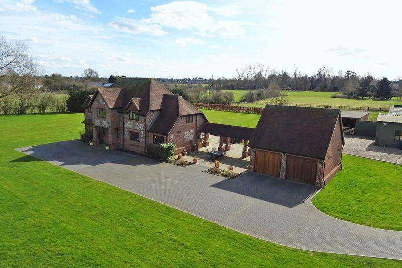 4 Bedrooms Detached House for sale in Resplendent Rural Rose
