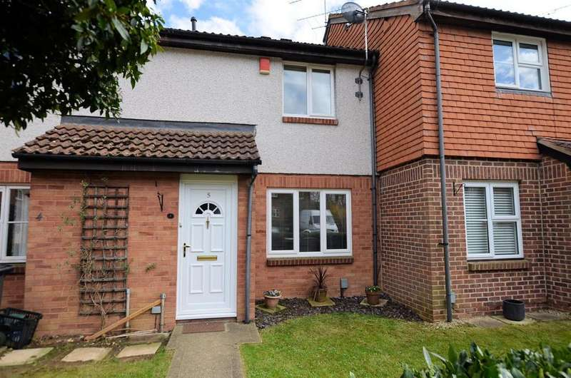 3 Bedrooms Terraced House for sale in Huscarle Way, Tilehurst, Reading