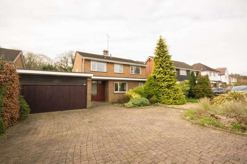 4 Bedrooms Detached House for sale in Spurgate, Hutton Mount, Brentwood, Essex, CM13
