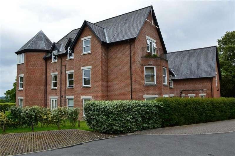 2 Bedrooms Flat for sale in Cranfield Avenue, Wimborne, Dorset