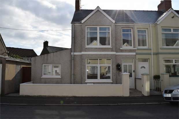 4 Bedrooms Terraced House for sale in Shakespeare Avenue, Milford Haven, Pembrokeshire
