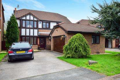 4 Bedrooms Detached House for sale in Edward Gardens, Woolston, Warrington, Cheshire