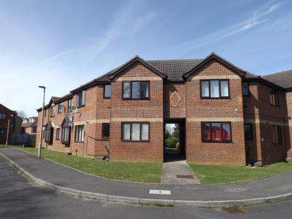 1 Bedroom Flat for sale in Parkstone, Poole