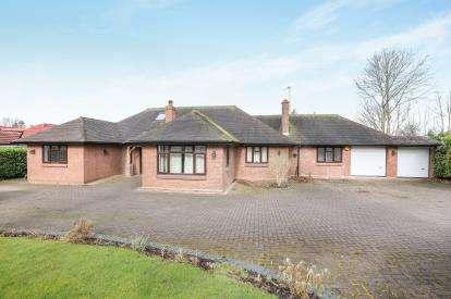 5 Bedrooms Bungalow for sale in Foxlands Drive, Wolverhampton, West Midlands