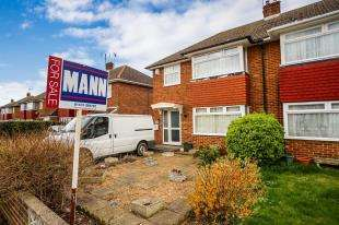 3 Bedrooms Semi Detached House for sale in Leander Drive, Gravesend, Kent, England