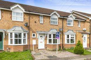 2 Bedrooms Terraced House for sale in Wheeler Road, Miadenbower, Crawley, West Sussex