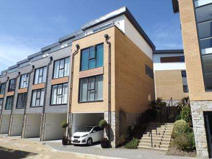 3 Bedrooms End Of Terrace House for sale in Duporth, St. Austell, Cornwall