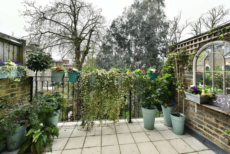 3 Bedrooms Maisonette Flat for sale in Balfour Road, N5 2HB