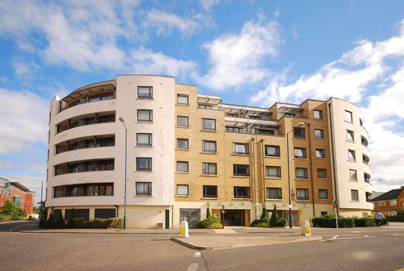 2 Bedrooms Flat for sale in Stanley Road, Woking, GU21
