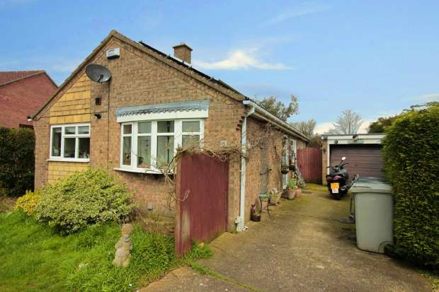 2 Bedrooms Detached Bungalow for sale in Holly Close, Horncastle, Lincolnshire, LN9 5EX