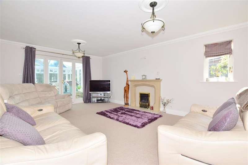 4 Bedrooms Detached House for sale in The Larches, , East Grinstead, West Sussex
