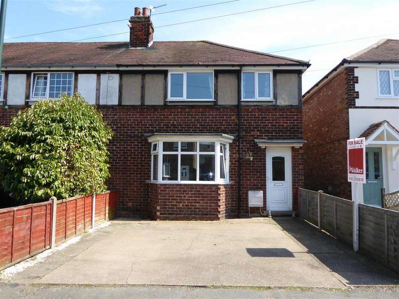 3 Bedrooms Terraced House for sale in Brian Avenue, Waltham, Grimsby