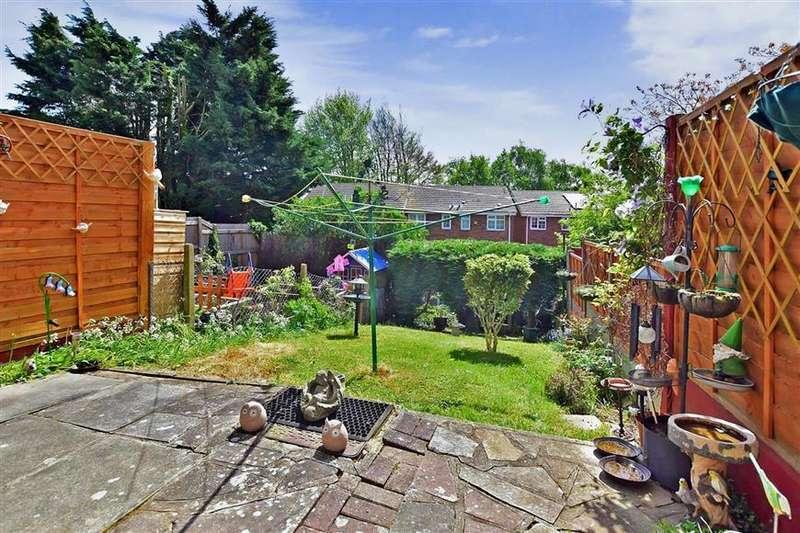 3 Bedrooms Town House for sale in Beverley Close, Rainham, Gillingham, Kent