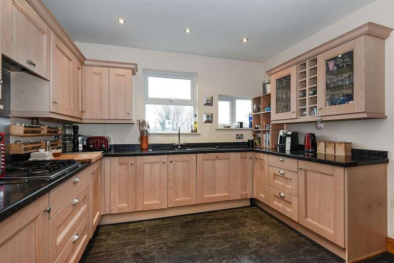 4 Bedrooms House for sale in New Road, Rochester.