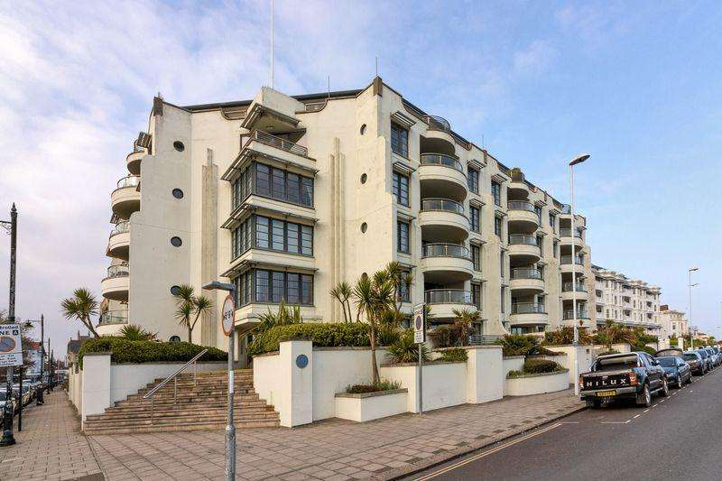 2 Bedrooms Flat for sale in Steyne Gardens, Worthing