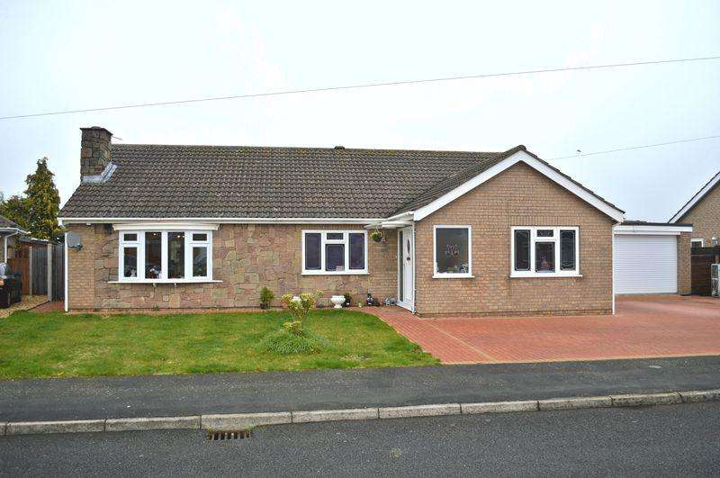 4 Bedrooms Detached Bungalow for sale in Hebden Moor Way, North Hykeham
