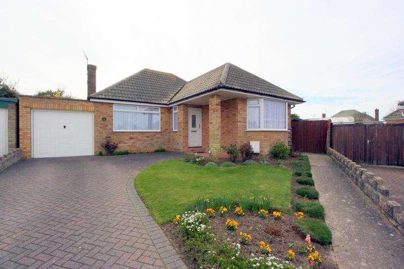 2 Bedrooms Bungalow for sale in Rainham Way, Frinton-On-Sea