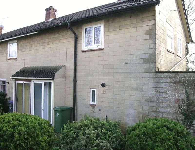 2 Bedrooms Property for rent in Priory Close, Bradford on Avon